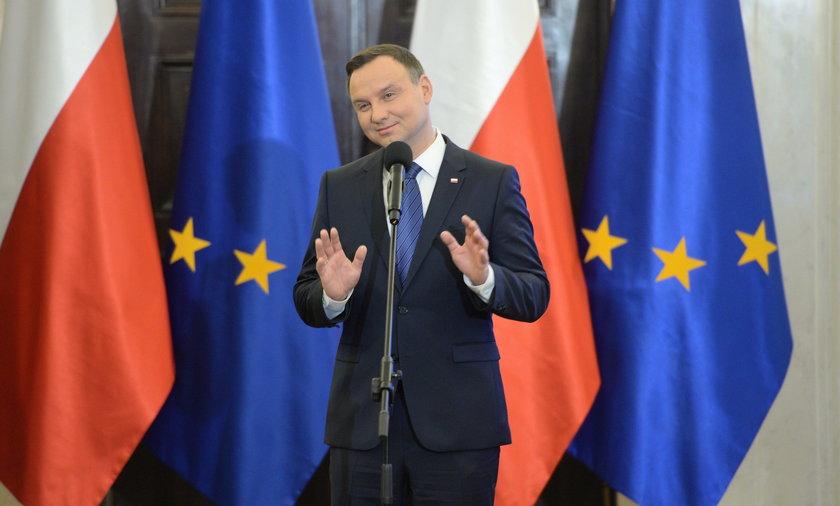 Andrzej Duda jak Trump czy Putin? Będzie miał własny symbol!