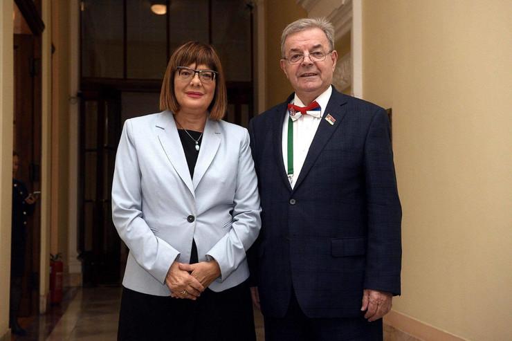 Predsednica Skupstine Maja Gojkovic i narodni poslanik Dragomir J Karic