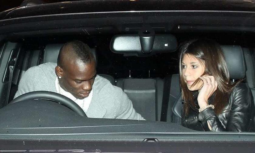 Chuligani Manchesteru United chcieli pobić Mario Balotellego