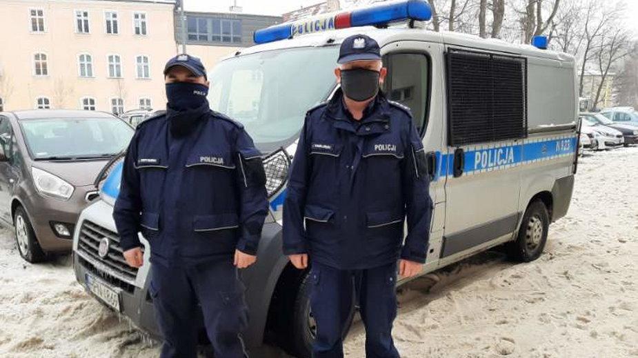 Policjanci z Gdańska, którzy uratowali dziewczynę
