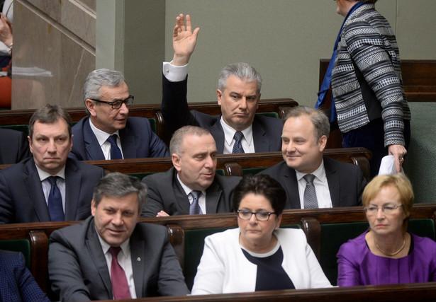 Ławy rządowe podczas głosowania w Sejmie