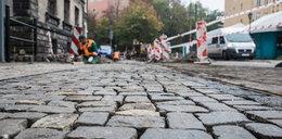 Trwa naprawa kostki na placu Wielkopolskim
