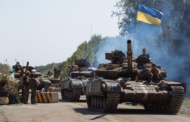 Ukraińskie czołgi w pobliżu miejscowości Debalcevo. Fot. EPA/ROMAN PILIPEY