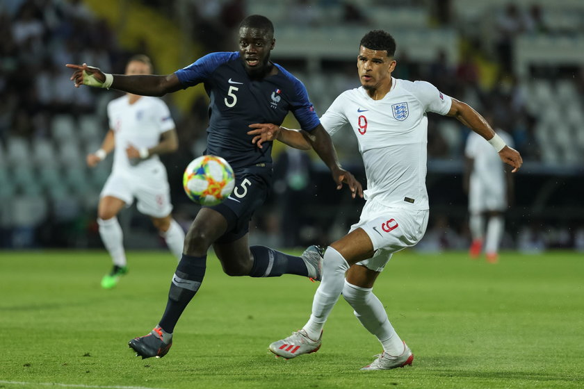 Dayot Upamecano (22 l., u góry) i Eduardo Camavinga (18 l.) to nowe pokolenie zdolnych piłkarzy we Francji