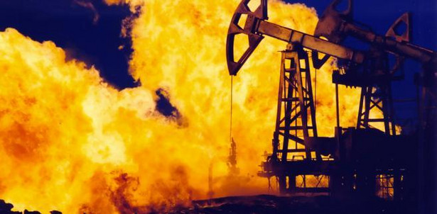 Płonący szyb naftowy