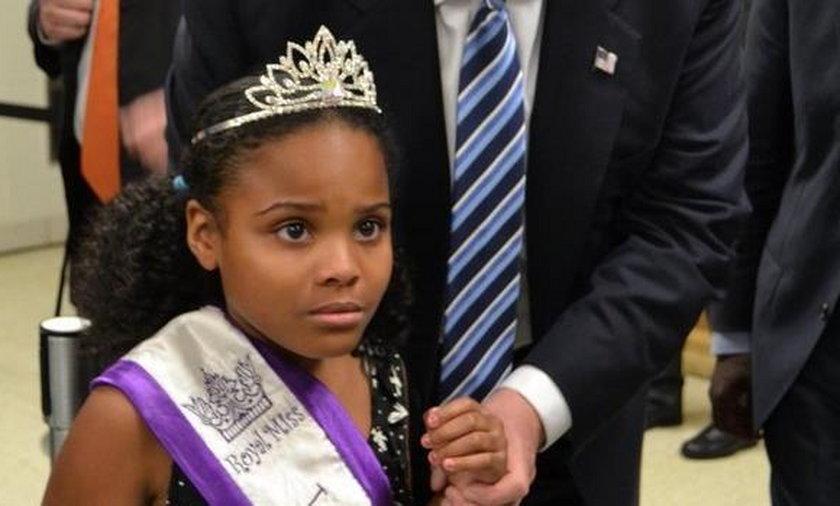 """9-letnia """"Little Miss Flint"""" na fotografii  z Donaldem Trumpem. Zdjęcie robi prawdziwą furorę w sieci"""