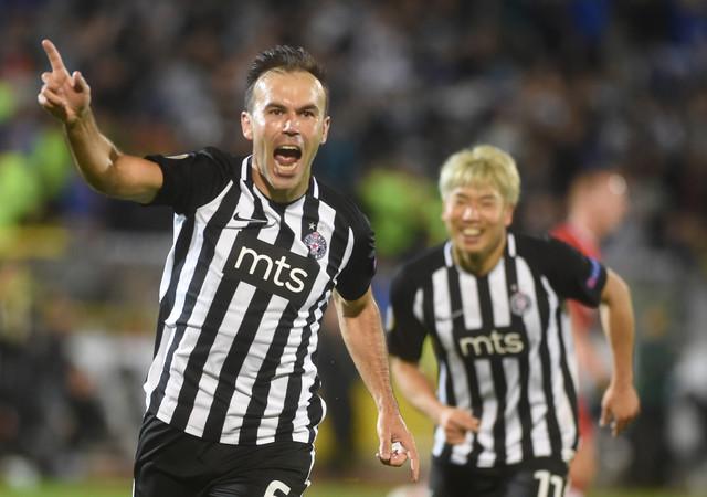 Bibras Natho dao je dva gola za crno-bele, ali to nije bilo dovoljno da se savlada AZ Alkmar, pa je Partizan remizirao 2:2