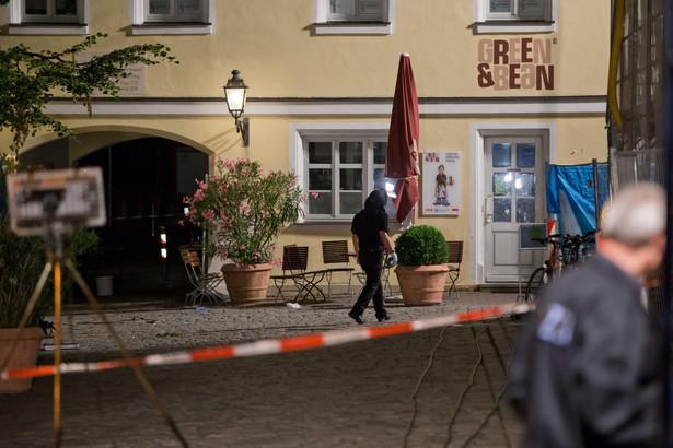 Policja w Ansbach nie wyklucza, że wybuch został spowodowany przez zamachowca-samobójcę, który byłby jedyną ofiarą śmiertelną ataku.