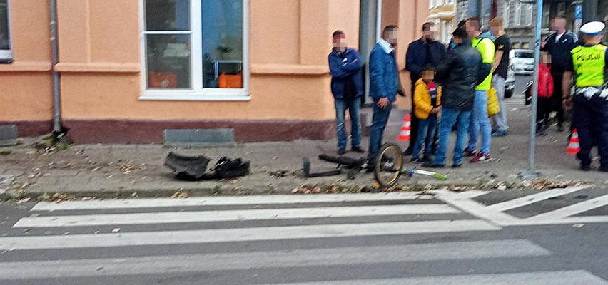 Mieszkańcy Gorzowa są wstrząśnięci śmiercią 4-latka. W miejscu wypadku zapalają znicze. Chłopiec zginął pod kołami auta. Trwa poszukiwanie kierowcy