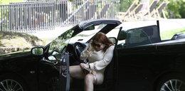 Co za gracja! Tak partnerka Kammela wysiada z auta. FOTO