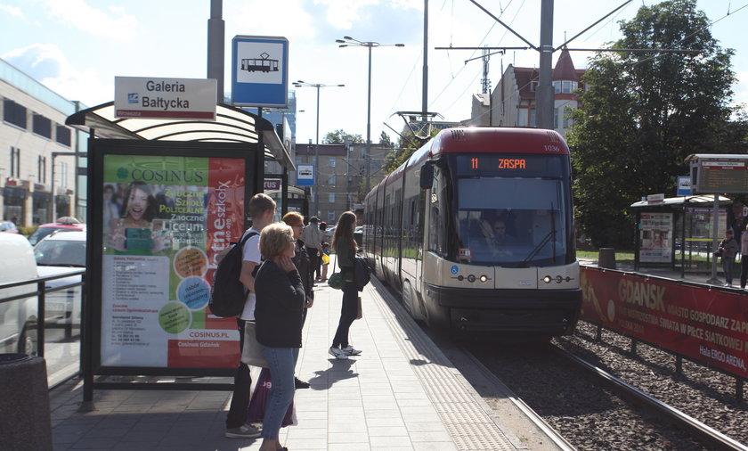 tramwaj przystanek komunikacja