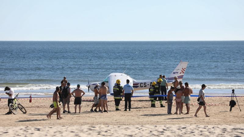 Awionetka wylądowała na plaży w Costa da Caparica