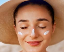 Bien appliquer la crème solaire, une étape indispensable pour protéger sa peau!