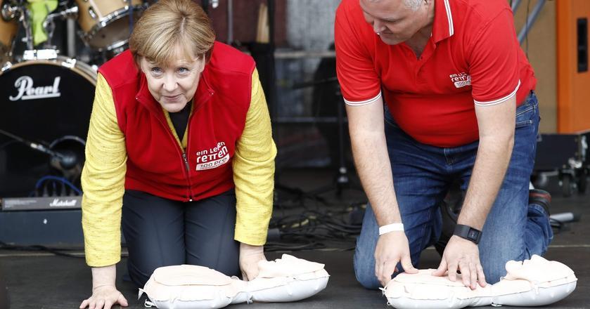 Angela Merkel chce reanimować Unię, ale najpierw musi znów zdobyć kanclerstwo