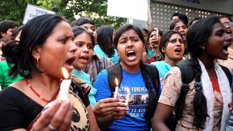 Protest indyjskich kobiet po gwałcie na dziewczynce