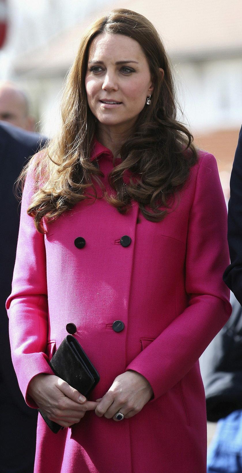 Księżna Kate w różowym płaszczu