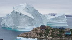 Góra lodowa zbliża się do wybrzeża Grenlandii