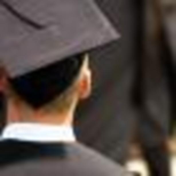 Najwyższa Izba Kontroli uważa, że ponad połowa uczelni wyższych w Polsce przyjmuje na studia podyplomowe osoby bez tytułu magistra.