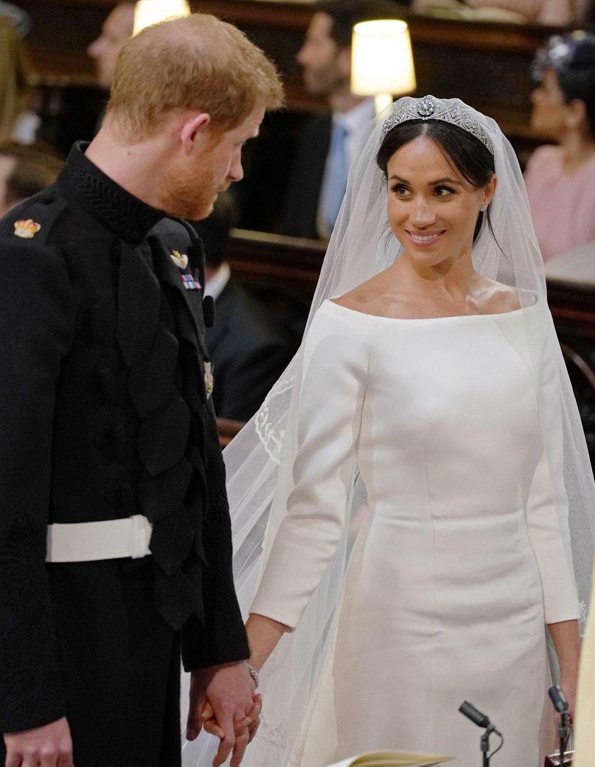 Kamery wyłapały, co Harry powiedział Meghan, gdy zobaczył ją w sukni