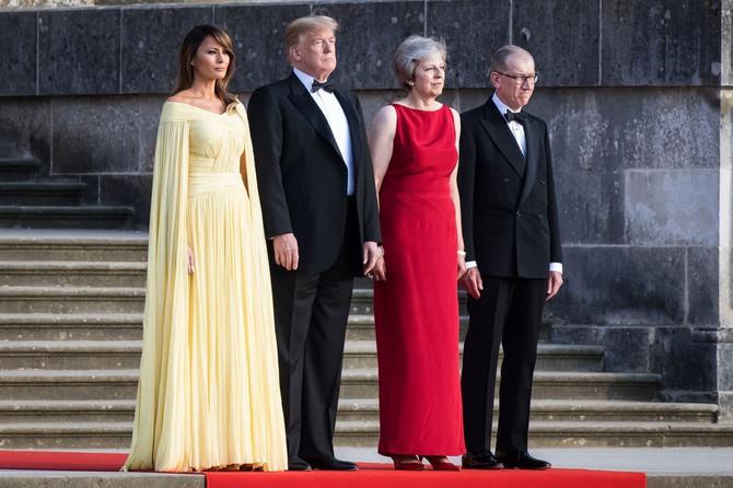 Melanija i Donald Tramp prošle godine sa premijerkom Velike Britanije Terezom Mej i njenim suprugom Filipom Mejom