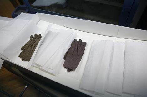 Rukavice su od kože, svile i pamuka