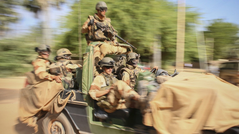 Francuzi odbili holenderskiego zakładnika z rąk terrorystów w Mali
