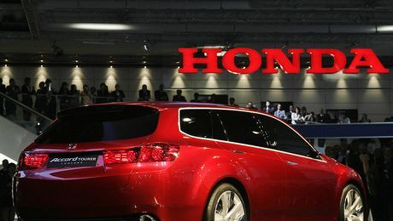 A Honda Accord car is on display at the 62nd International Motor Show (IAA), 11 September 2007 in Frankfurt/Main. The fair will be open for the public from 13 to 23 September 2007.  AFP PHOTO    DDP/SASCHA SCHUERMANN    GERMANY OUT