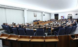 Kancelaria Senatu: Kworum spełnione, gdy co najmniej połowa senatorów obecna na sali