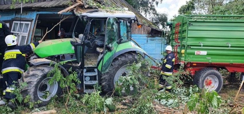 Ciągnik ze zbożem zrujnował chatkę pana Mirosława. Traktor zaparkował w moim pokoju