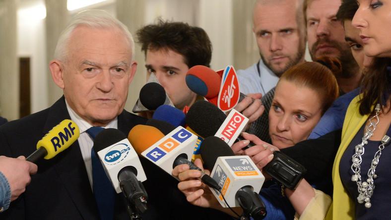 Miller grzmi: PO przyłącza się do wstecznictwa posłów PiS i PSL