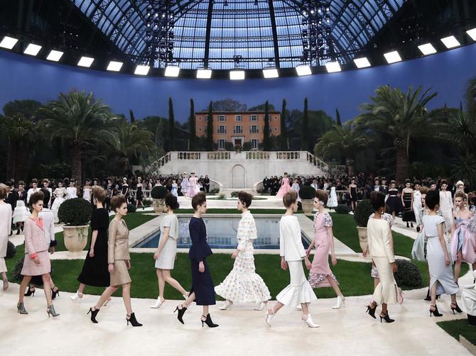 Ove slike su SVE ŠTO TREBA svetu u ovom momentu: Želite modni glamur? Želite modni šou? GLEDAJTE
