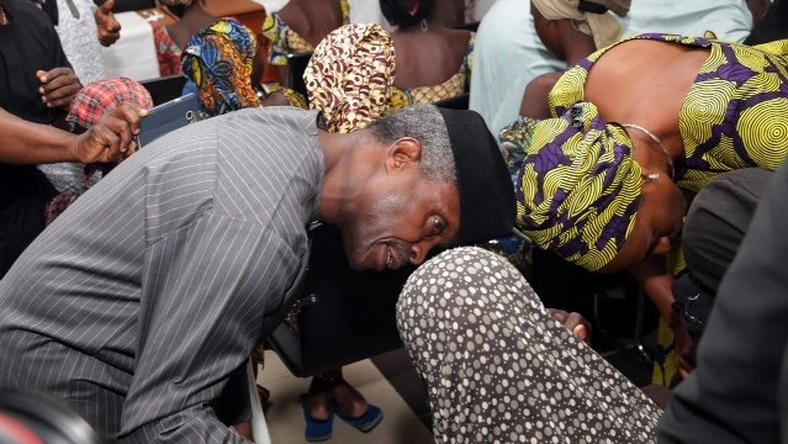 Yemi Osinbajo with Chibok girls