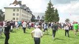 Tłum rzucił się na Lewandowskiego w Arłamowie