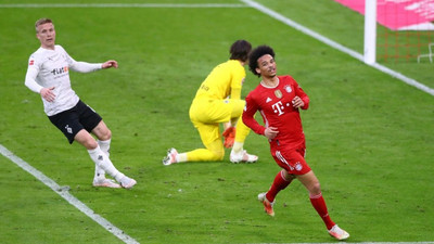Bayern wait on record-chasing Lewandowski as top-four race hots up