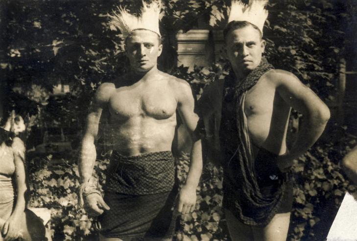Alfonzó (balra) 1935-ben / Fotó:  Fortepan - Kármentő Éva