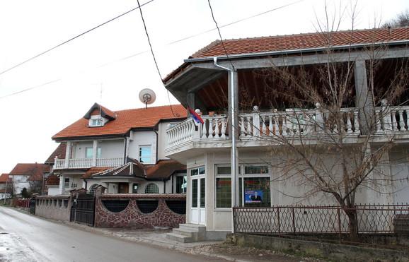 Cecu ne viđaju, ali svi u Žitorađi znaju gde je njena kuća, kao i to da su Dačićevi roditelji prodali porodičnu kuću i da više ne žive u Žitorađi.