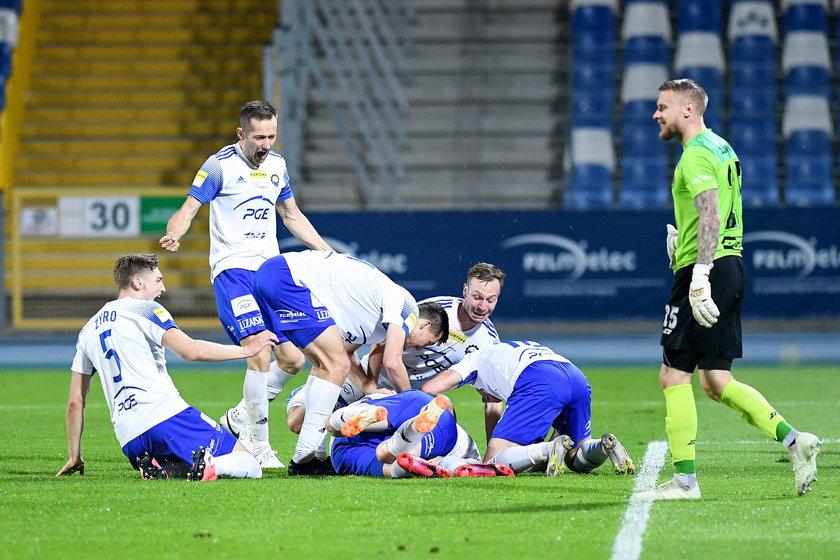 Są o włos od spełnienia marzeń! Po pokonaniu 1:0 Chrobrego Głogów zawodników Stali Mielec od awansu do ekstraklasy dzieli jeden krok.