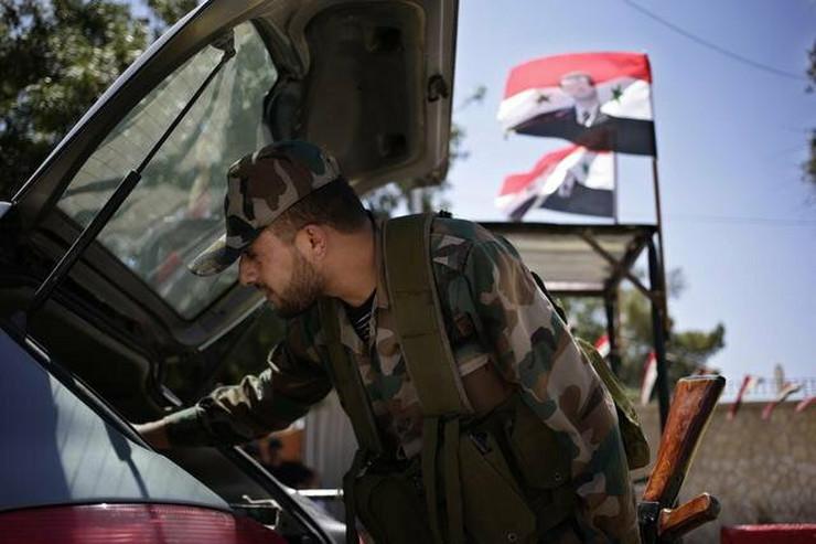 Sirijska vojska na udaru sa svih strana