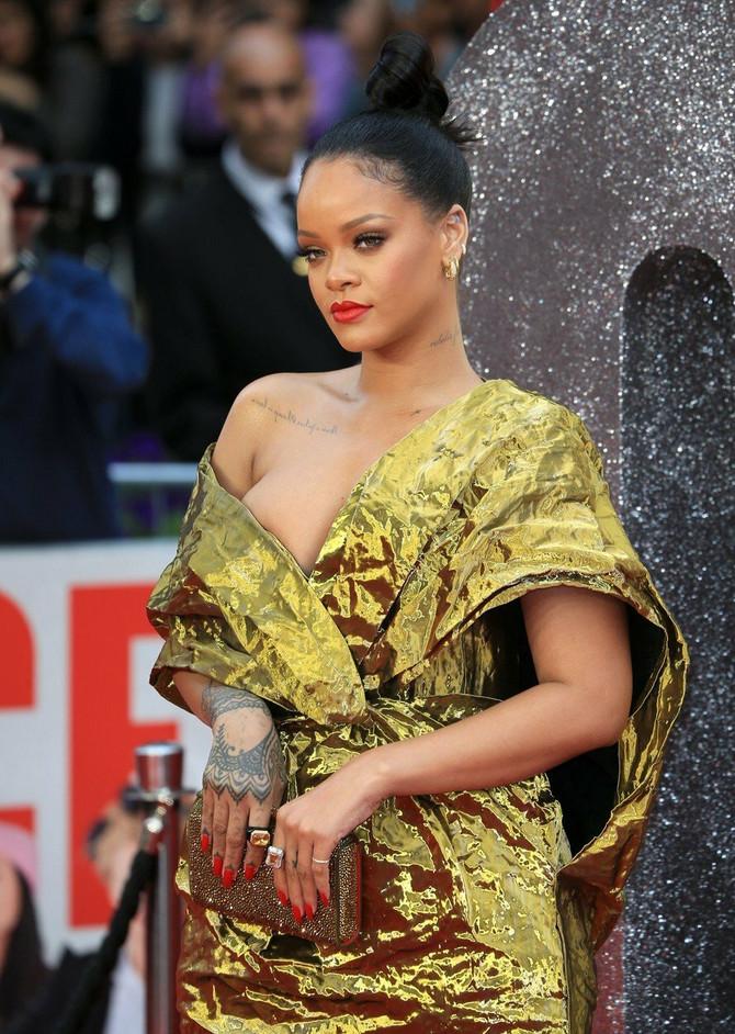 Žena koja UVEK izgleda sjajno, čak i u haljini poput ove