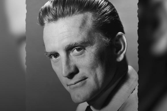 RUS SA AMERIČKIM ŠMEKOM Kirk Daglas i dalje jaše: Čuveni glumac napunio je 103 godine, a njegovu životnu priču malo ko zna