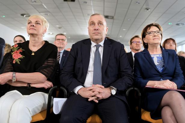 Przewodniczący PO Grzegorz Schetyna, z żoną Kaliną Rowińską-Schetyną i była premier Ewa Kopacz