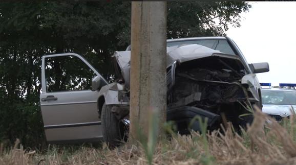 Vozač automobila izgubio je kontrolu nad vozilom, sleteo s kolovoza i udario u banderu