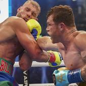 IZLOMIO MU KOSTI! Kanelo unakazio Saundersa u meču za istoriju, dosad neporažni bokser hitno odveden na operacije /VIDEO/