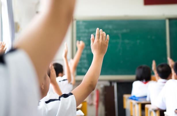 Sądy nakazują przeliczyć emeryturę także nauczycielkom urodzonym w 1953 r., które przeszły na wcześniejszą emeryturę na podstawie Karty nauczyciela