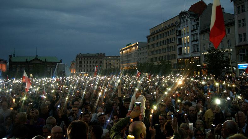 Plac Wolności zapełnił się w niedziele demonstrantami