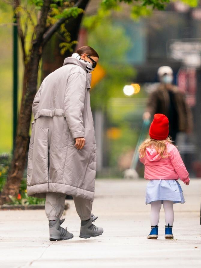 Irina nedavno u Njujorku sa ćerkom Li koju je dobila sa bivšim verenikom Bredlijem Kuperom