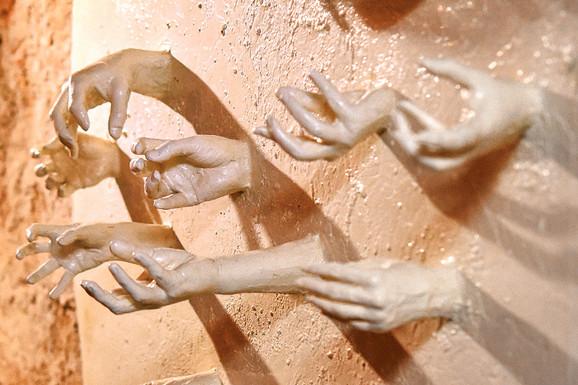 Ustaše su žrtve bacale u jame u sa živim krečom, a u postavci je i umetničko viđenje vapaja živih a umirućih