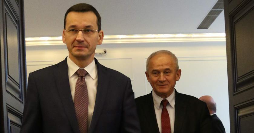 Z lewej: wicepremier i Minister Rozwoju, Mateusz Morawiecki. Za nim: Minister Energii, Krzysztof Tchórzewski