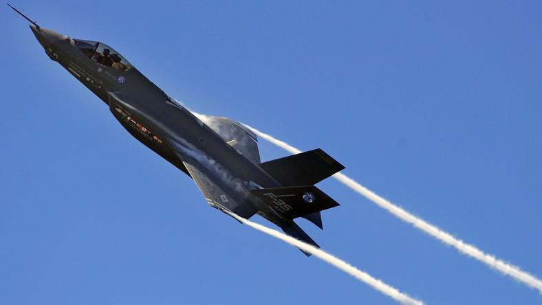 Marine Fighter Attack Squadron otrzymał jeden myśliwiec F-35B, niestety ten supernowoczesny i niewidzialny samolot nie nadaje się do walki