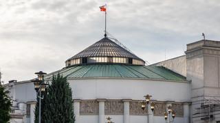 Uchwała w 45. rocznicę powstania KOR. Komisja przyjęła poprawkę Konfederacji o 'układach z komunistami'
